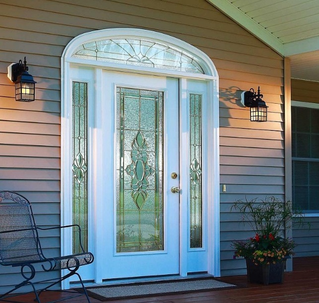 Decorative-glass-door-inserts-in-white-front-door-with-sidelight
