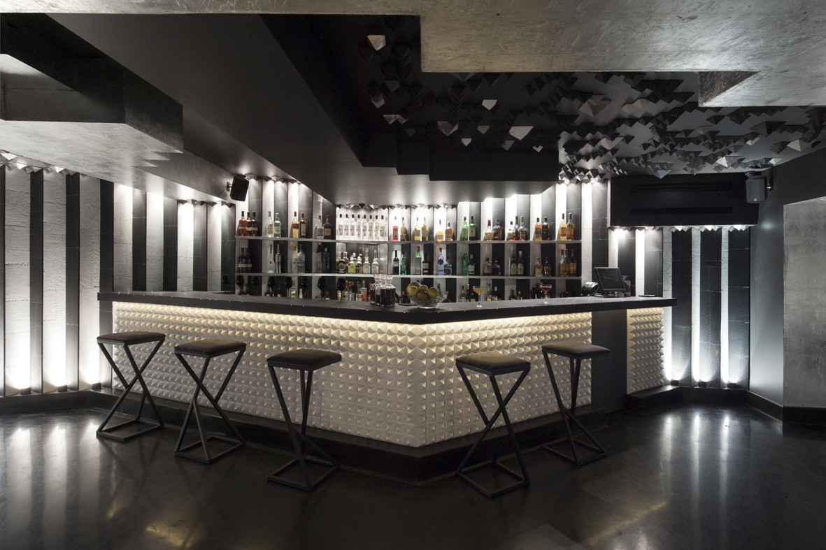 mirrored-bar