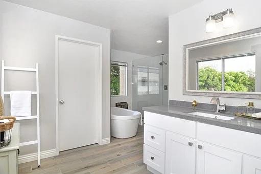 bathroom-4130000__340